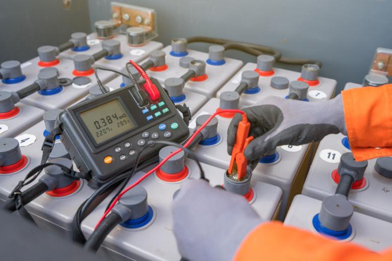 How internal resistance affects lift truck battery performance